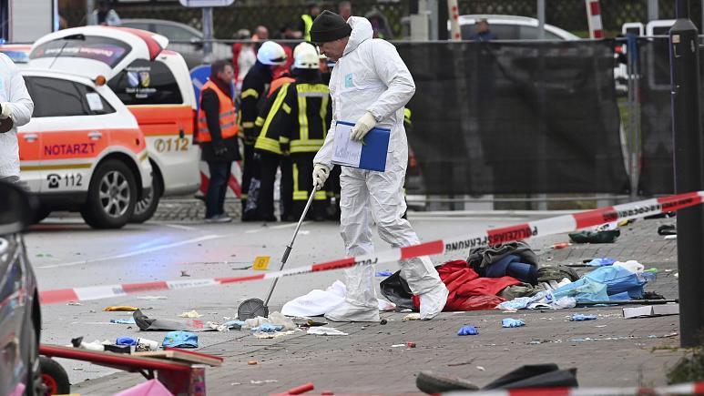 Almanya'da bir araç karnaval alanına daldı: 30 yaralı