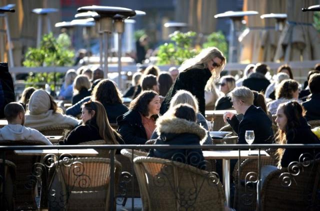 İsveç'te can kaybına rağmen restoran barlar açık
