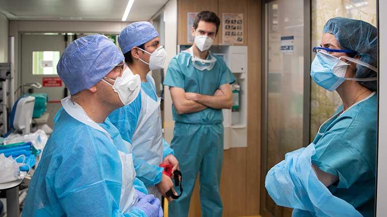 Fransa'da sağlık çalışanlarına toplamda 8 milyar euro maaş zam