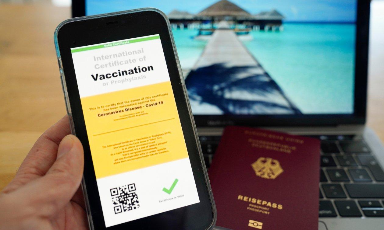 """Avrupa medyası soruyor: """"Normale dönüşün yolu, aşı pasaportu mu?"""""""