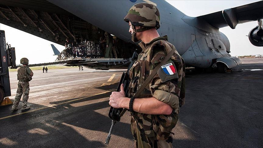 Fransız askerlerden Macron'a : Ülke sessizce iç savaşa hazırlanıyor