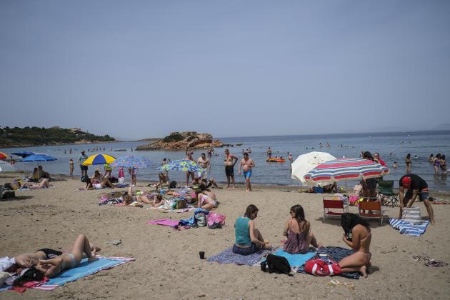 Yunanistan plajlarını açtı