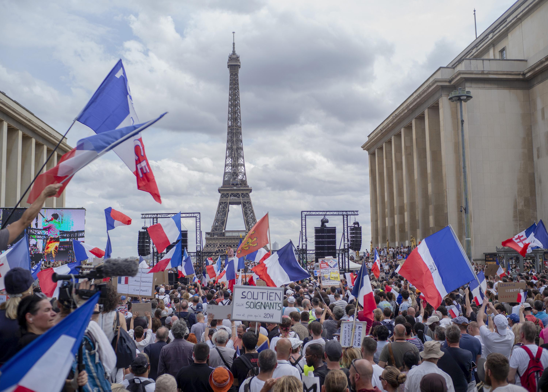 Fransa ve İtalya'da 'Aşı Kartı' isyanı